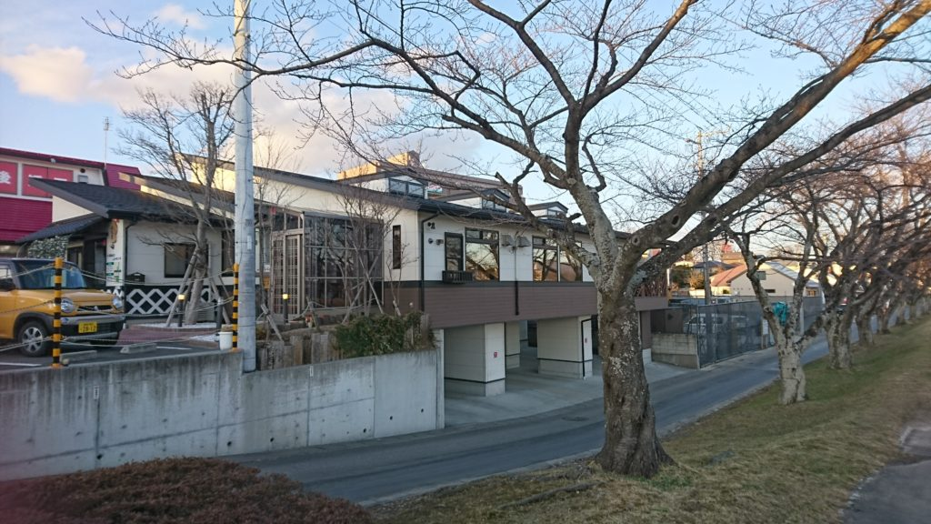 04_桜並木から見た暖気亭DSC_4793